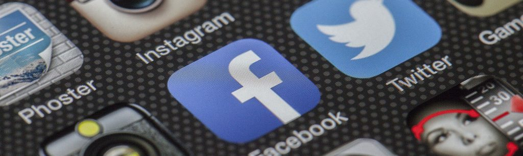 Social Media Symbole auf einem Smartphone