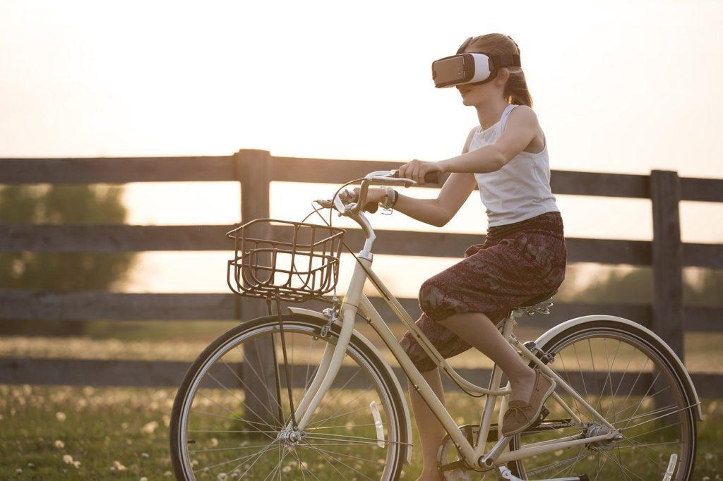 Augmented und Virtual Reality wissenschaftlicher Themen unterwegs erleben, mit Brille auf dem Fahrrad
